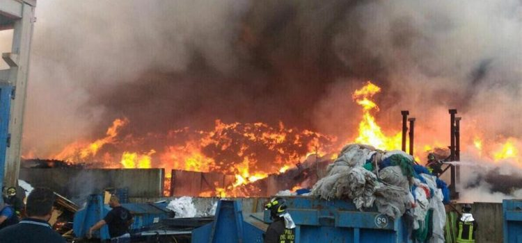 """RIFIUTI, INCENDI: """"Ministro Costa passi dalle parole ai fatti. Su incendi impianti prezioso il lavoro della Commissione Ecomafie della passata legislatura"""""""