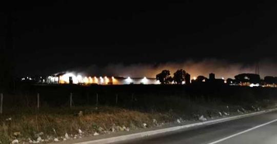 RIFIUTI, in fiamme il deposito dell'Ama di Rocca Cencia a Roma