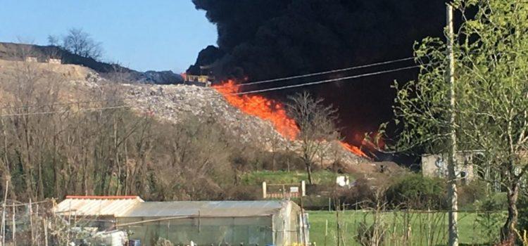 RIFIUTI, altro incendio alla discarica di Mariano Comense (CO)