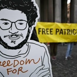 """PATRICK ZAKI: """"Secondo compleanno in carcere. Continua l'impegno per la tua liberazione""""."""