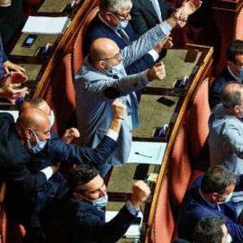 """DDL ZAN AFFOSSATO: """"Che vergogna quegli applausi al Senato"""""""